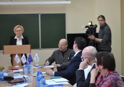 Жанна Филиппова, директор Учреждения «Новая Евразия», приветствует участников круглого стола