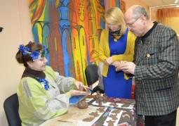Сотрудники Мазоловского сельского дома культуры провели мастер-классы по народным ремеслам для участников круглого стола